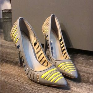 Cute Cut Out heels size 6